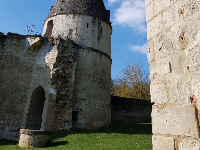 Donjon de Septmonts < Septmonts