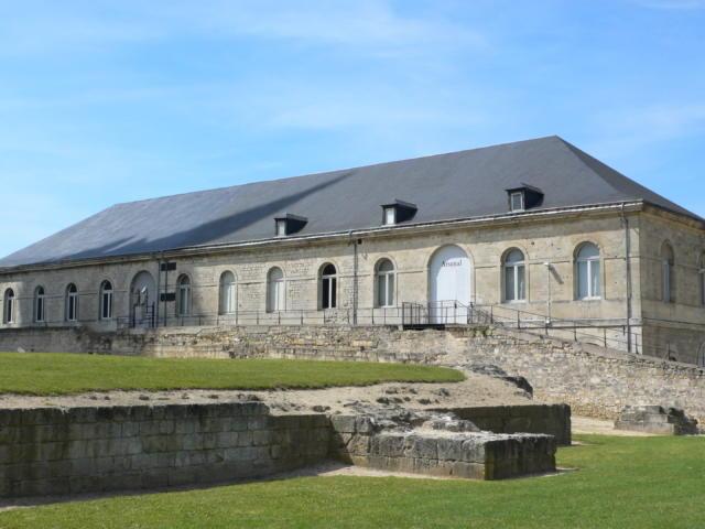 Arsenal < Abbaye Saint-Jean-des-Vignes < Soissons