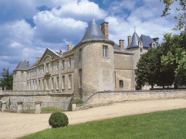 Château < Vic-sur-Aisne